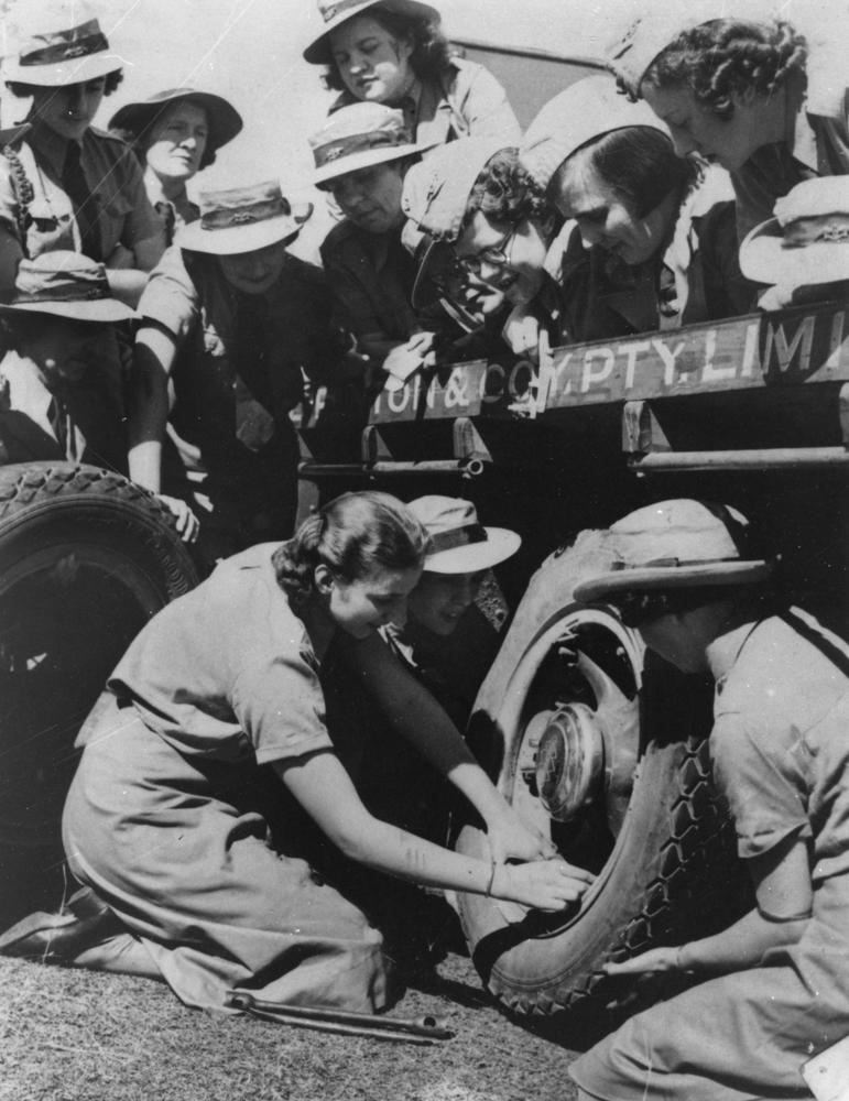 StateLibQld_1_103658_Women_changing_a_tyre_on_a_truck_during_World_War_II,_1939