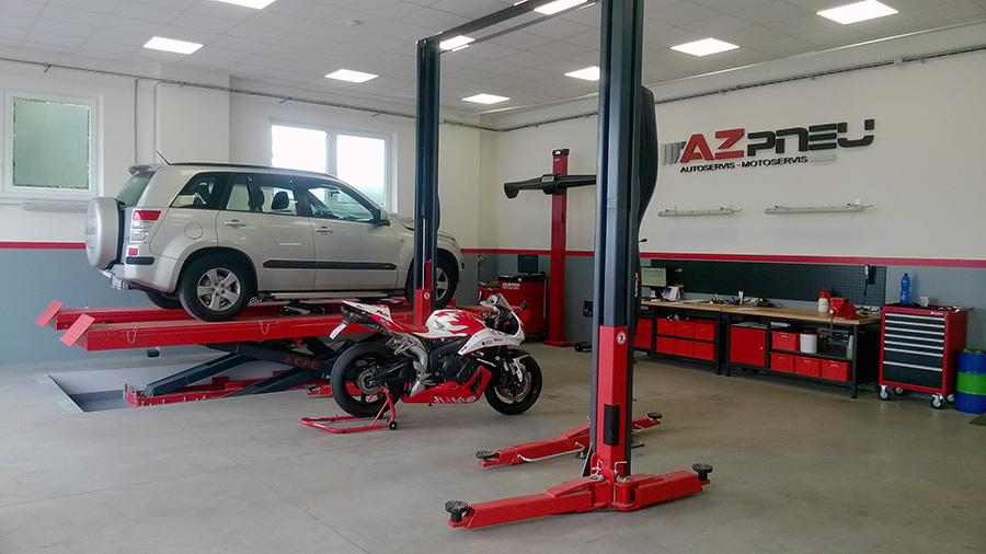 Auto a motocykl v servisu