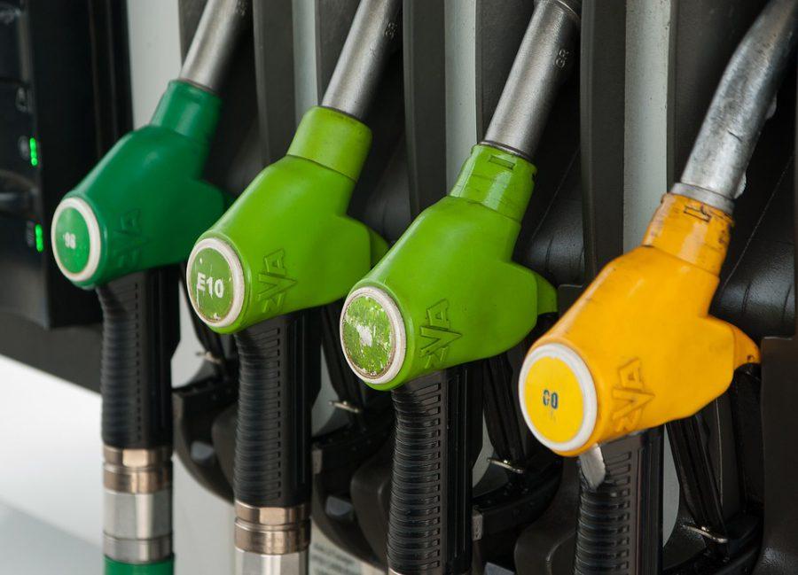 Tankovací pistole na benzínové pumpě