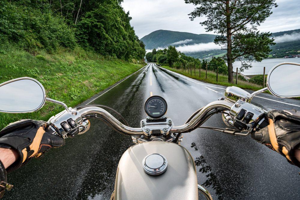 Jízda na motorce v dešti