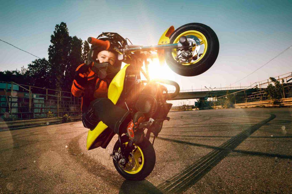 Dítě na motorce