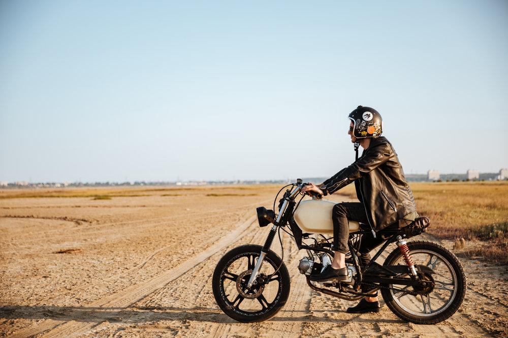 Jízda na motorce na různém povrchu