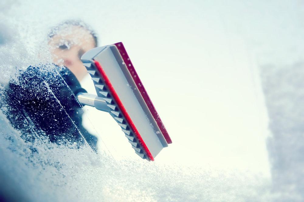 Zimní vychytávky do auta pro bezpečnou jízdu