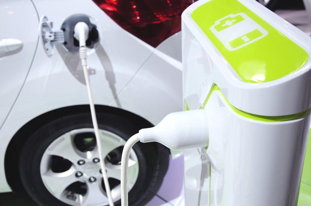 Elektromobily a hybridní auta