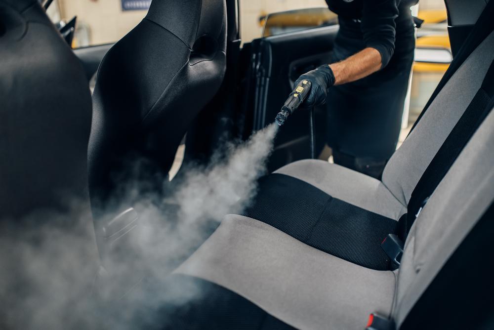 Čištění potahů auta parním čističem