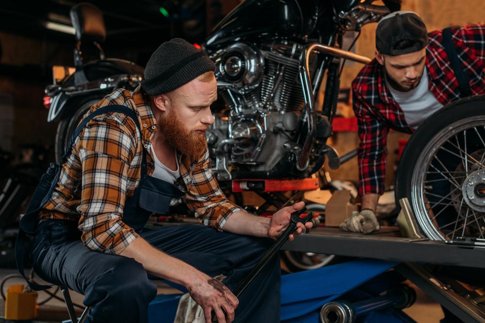 Oprava motocyklu v pneuservisu