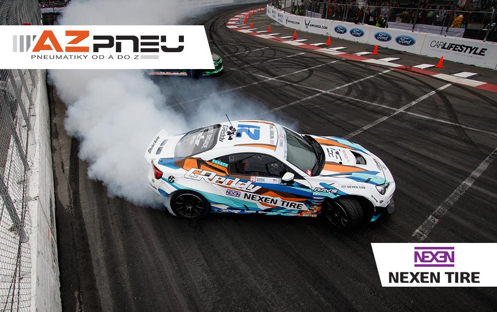 Závodní auto s pneumatikami Nexen