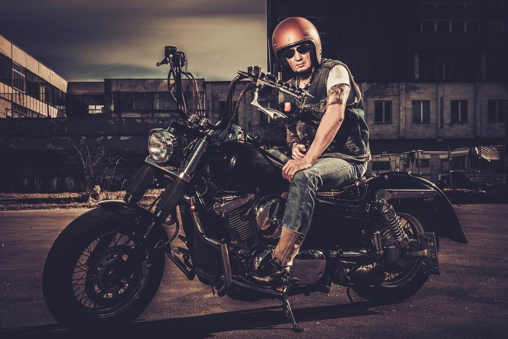 Motocyklista na cruiseru