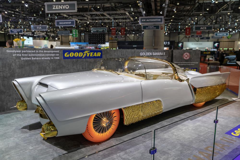 Vůz Golden Sahara II se svítícími pneumatikami