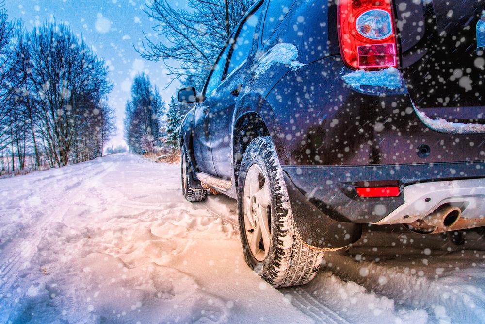 Automobil na sněhu