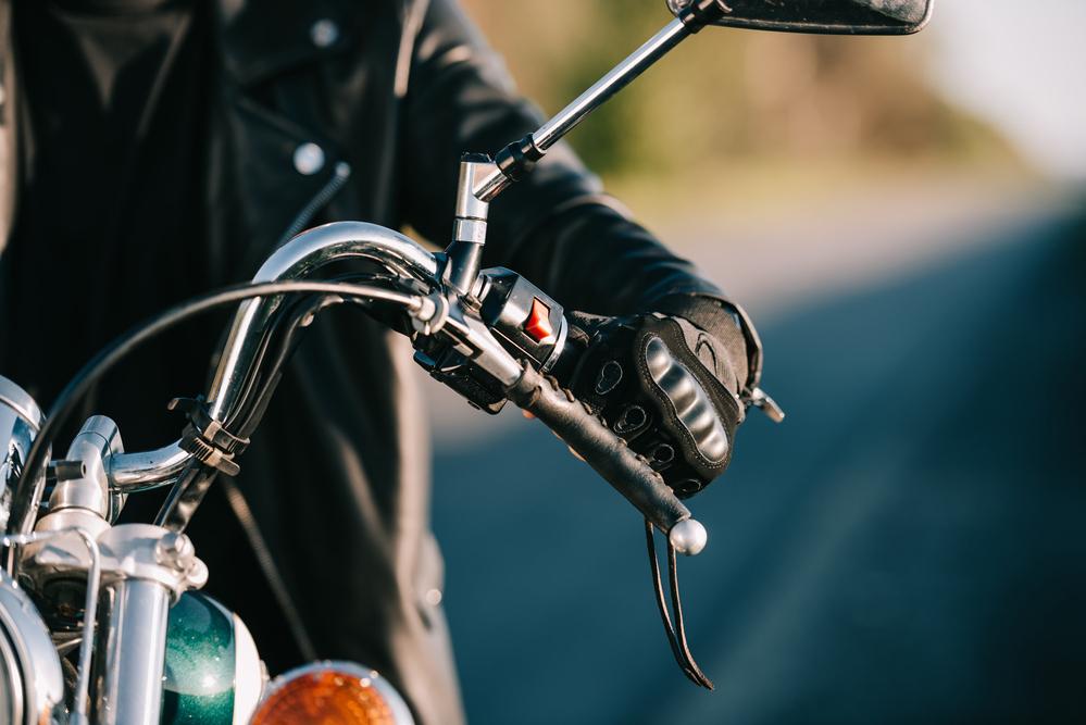 Motorkář na stroji
