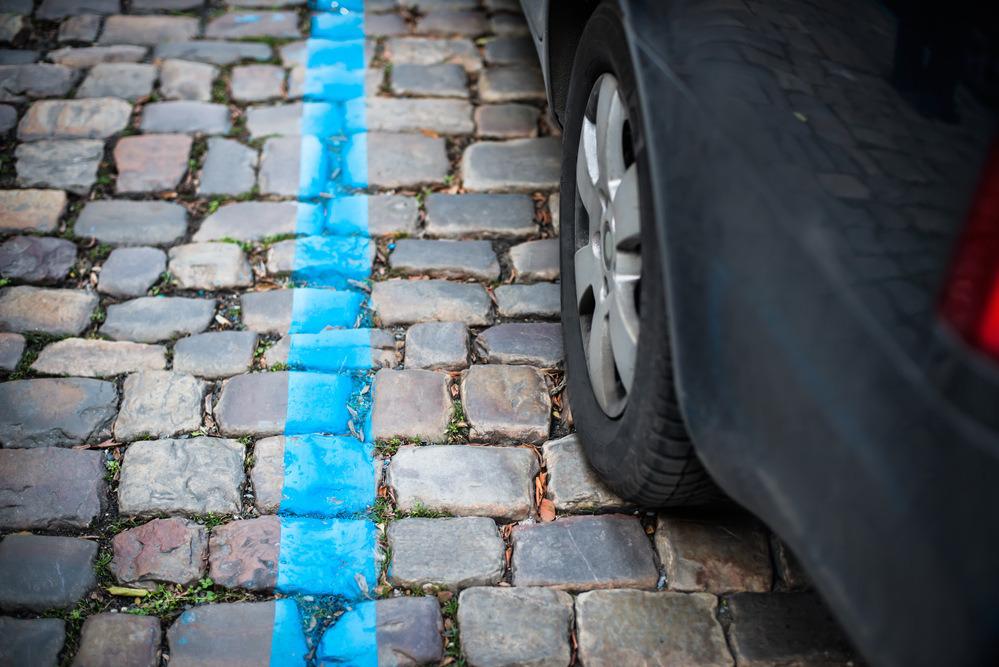 Modrá zóna a kolo auta