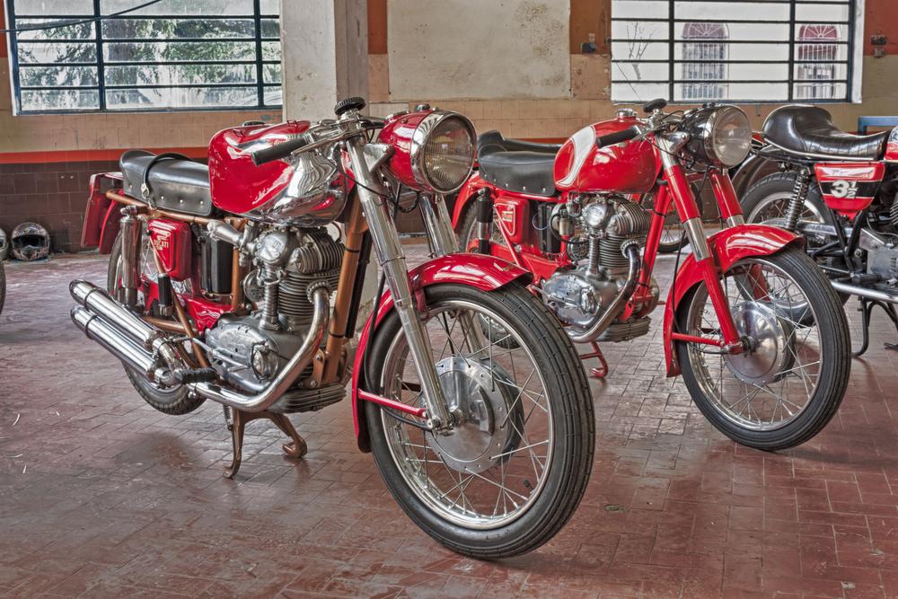 Staré červené motorky Ducati