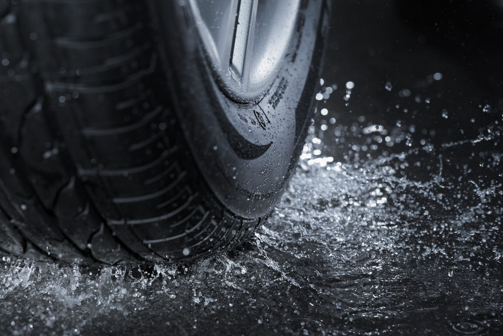 Pneumatika na mokré silnici