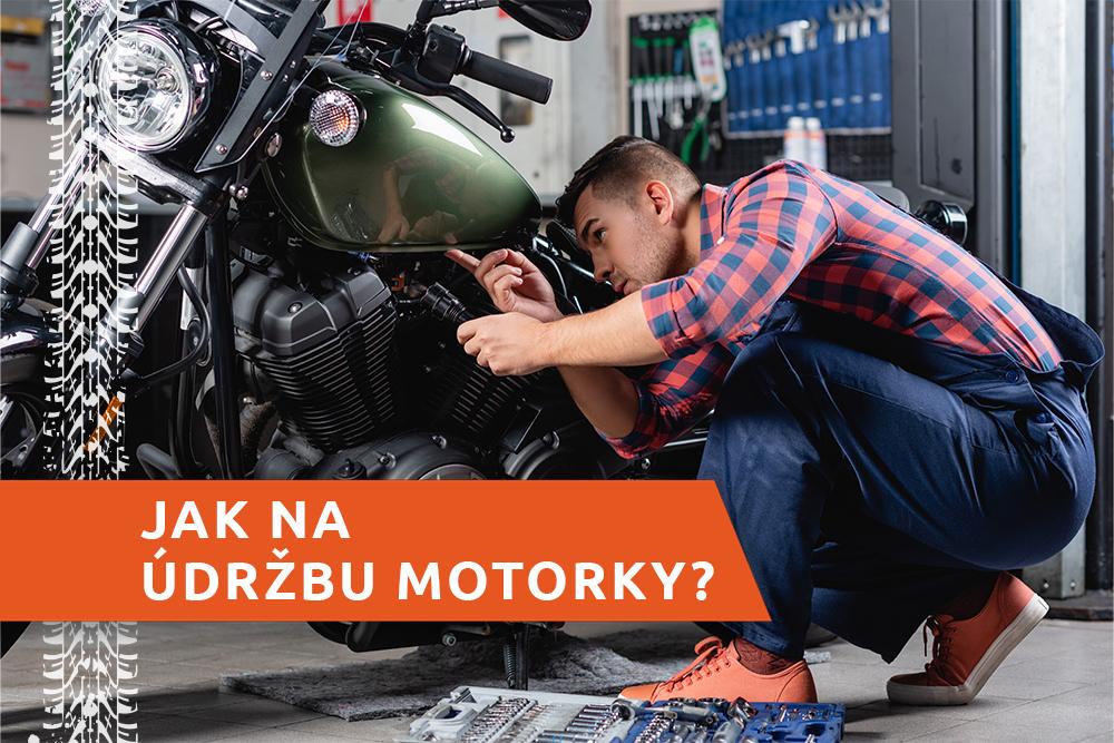 Mechanik opravuje motorku